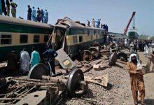 Photo of ارتفاع حصيلة حادث القطار في باكستان الى 63 قتيلاً