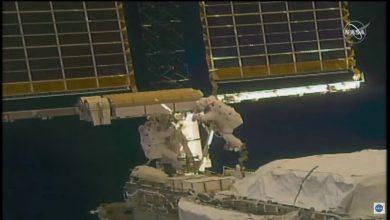 Photo of توما بيسكيه وشاين كيمبرو يخرجان من محطة الفضاء لنصب ألواح شمسية في الفراغ الخارجي