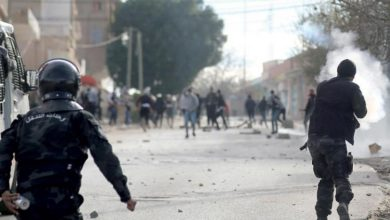 Photo of تونس: الاحتجاجات على عنف الشرطة تمتد لأحياء شعبية أخرى بالعاصمة