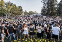 Photo of محتجّون مناهضون لتدابير احتواء الجائحة واللقاحات يهاجمون محطة تلفزيونية في قبرص