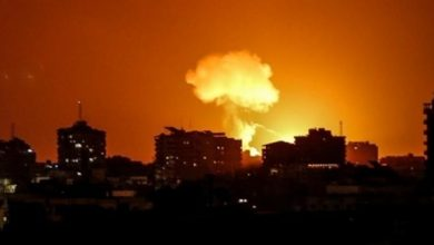 Photo of إسرائيل تقصف أهدافاً في قطاع غزة بعد إطلاق بالونات حارقة