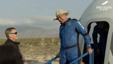 Photo of جيف بيزوس الرجل الأكثر ثراء في العالم يعود إلى الأرض بعد رحلة إلى الفضاء