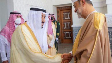 Photo of السعودية وعمان تؤكدان العمل على إيجاد «حل سياسي شامل» للنزاع في اليمن