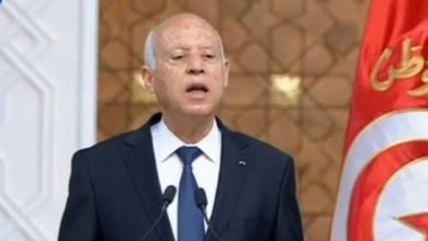 Photo of الرئيس التونسي يتولى السلطة التنفيذية ويعفي المشيشي ويجمد أعمال البرلمان وتظاهرات ضد النهضة