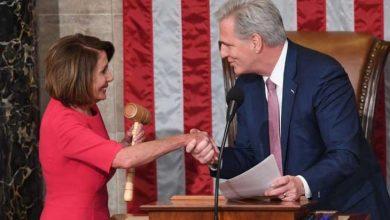 Photo of زعيم الجمهوريين في مجلس النواب الأميركي يعبّر بشكل مازح عن رغبته في ضرب نانسي بيلوسي