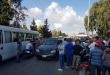 Photo of إعتصام لأصحاب الباصات والفانات أمام مصفاة البداوي للمطالبة بالوقود