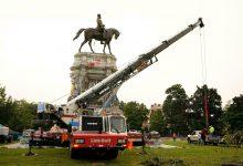 Photo of إزالة نصب يشكل رمزاً كبيراً لماضي العبودية في الولايات المتحدة