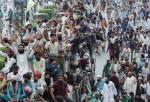 Photo of مقتل ثلاثة شرطيين وجرح 70 شخصاً خلال تظاهرة لحزب إسلامي محظور في باكستان