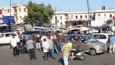Photo of قطع طرق في صيدا احتجاجاً على الارتفاع الكبير بسعر صفيحة البنزين ومؤتمر صحافي للاسمر