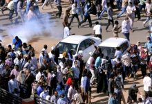 Photo of السودان: تظاهرة تطالب باسقاط الحكومة والشرطة تفرقها