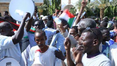 Photo of المحتجون في شرق السودان يوقفون حركة التجارة في ظل أزمة اقتصادية عميقة